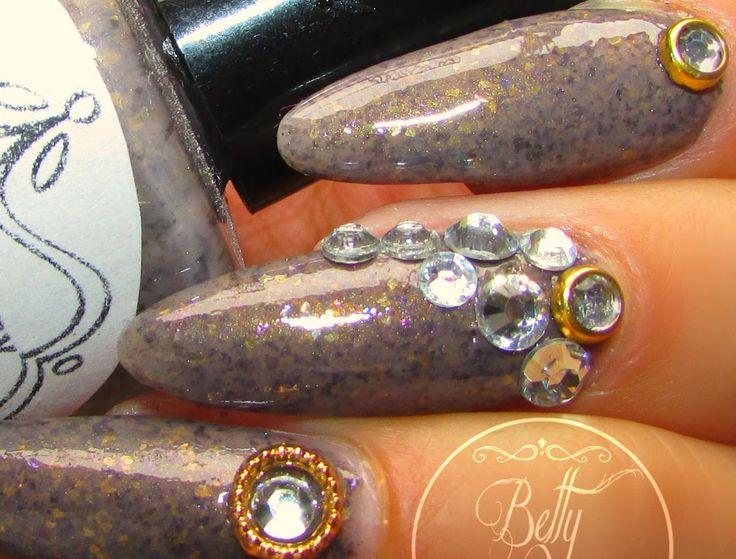 Betty Nails: Coco Avant Chanel - Crazy Polish Lady BLING Nailart