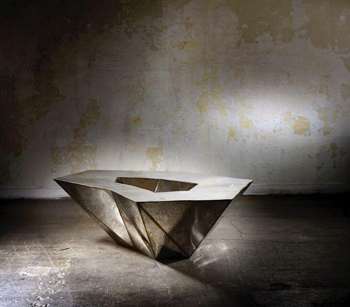 """Lunar table de Julian Mayor dans la selection AD magazine : """"les plus belles tables basses"""""""