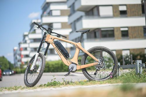 E-Bike aus Holz mit cleanmobile-Antrieb