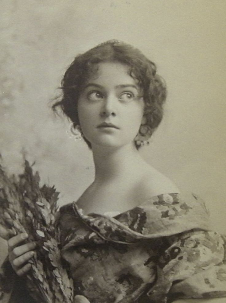 Minnie Ashley (1878-1946) - American Actress, Singer and Dancer. Circa 1892-1900.