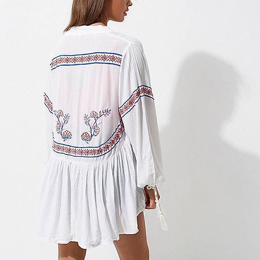 L2017 White embroidered tassel cuff kimono