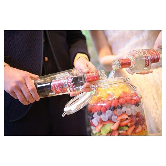 """table round 果実酒作りでは . ストロベリー  ラズベリー ブルーベリー オレンジ  キウイ  氷砂糖 . 皆さんからの""""おめでとう""""の気持ち 私たちからの""""ありがとう""""の気持ち . 色んな思いをぎゅっと詰め込みました❁ . 4.22(良い夫婦の日)に解禁し、 あの日、あの時を共有した方々を 自宅に招いて一緒に飲んでます♡ . 私たちの結婚式への思いを 見事に体現してくれる演出でした♡ . #テーブルラウンド  #果実酒ラウンド  #プレ花嫁 #卒花  #tgoo花嫁組"""