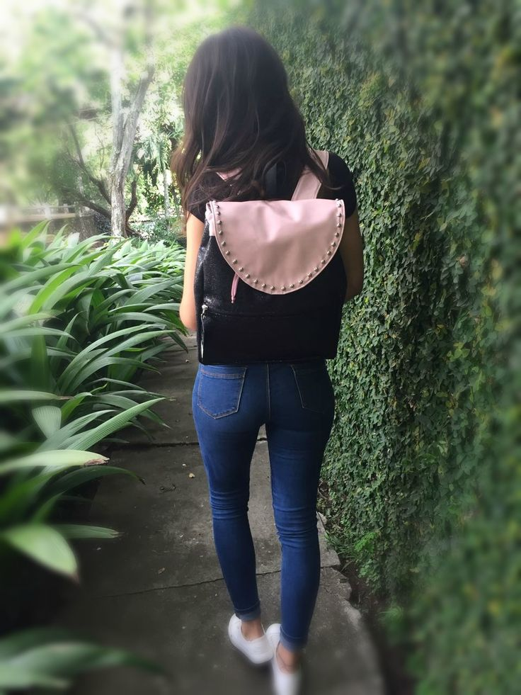 🆕🆕 mochila negra combinado con palo de rosa y taches, perfecta combinación para un diseño único y exclusivo . . . #girl #girls #love #follow #followme #TFLers #lady #swag #hot #me #cute #picoftheday #beautiful #photooftheday #instagood #fun #smile #pretty #hair #friends #cool #kik #fashion #igers #instagramers #style #sweet #eyes #beauty