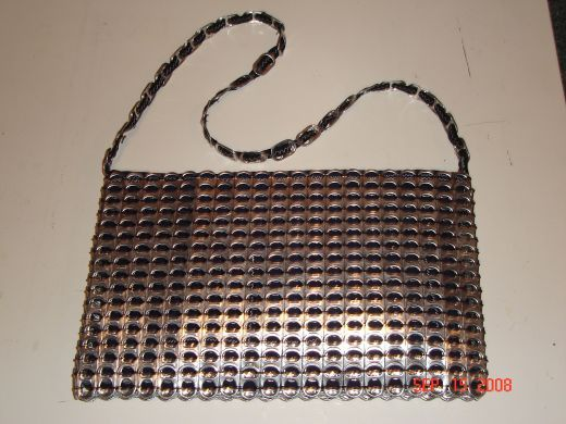 Making a purse with pop tabs - not sure if I could actually do it... http://adb.hubpages.com/hub/How-to-make-a-pop-tab-purse