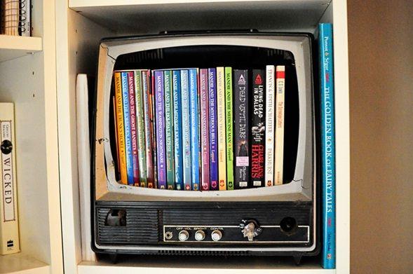 Librero tv vieja