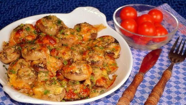 Ciuperci Champignion, la Cuptor  Ingrediente  ● 10-12 ciuperci champignion intregi ● 1 buc de ardei chili de 1-1,5 cm tocat marunt / ardei iute uscat (zdrobit) / fulgi