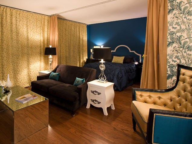 welcoming!Wall Colors, Decor Crafts, Gardens Design Ideas, Blue Room, Living Room, Colors Schemes, Studios Apartments, Bold Colors, Bedrooms Ideas