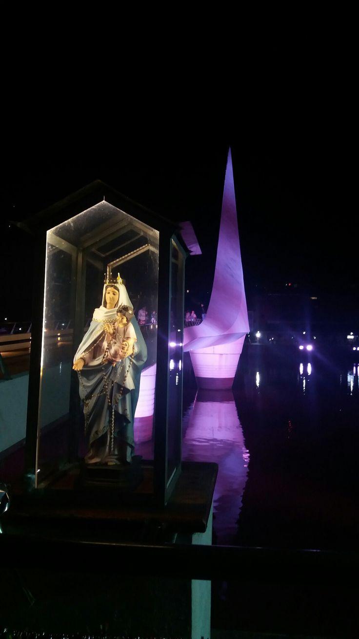 La Virgen en el Puente de la Mujer, Buenos Aires, Argentina