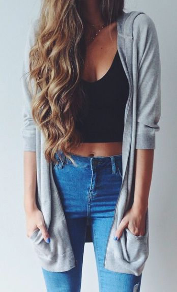 Casual look | High waisted jeans, black crop top and grey cardigan