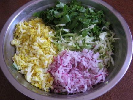 Весенний  салат с яйцом