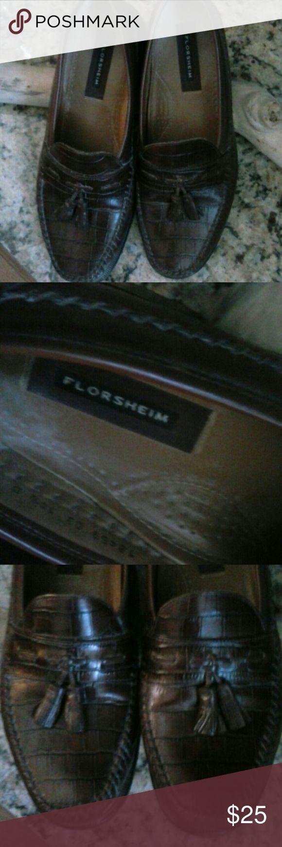 LNFlorsheim Men's Leather Loafers Brown 10 D Like New Brown leather men's loafers all leather. Scuff marks on bottom of shoe little wear. Florsheim Shoes Loafers & Slip-Ons