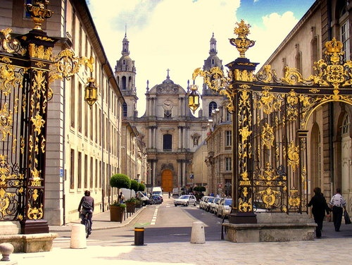 Nancy, France. My French hometown! I miss it, my apartment was 2 blocks from here: Nancy France, Stanisla Squares, Golden Gates, Mis Sitio, Beautiful Places, Stanisla Palaces, Places Stanisla, Golden Doors, La France