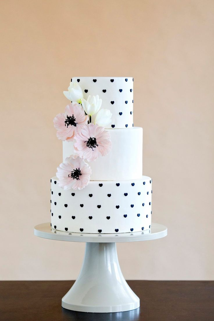 tiny black hearts white cake Pink flowers