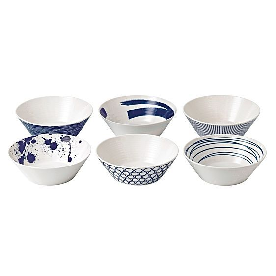 Bring life to your dinnerware with the crisp whites and deep blues of the Pacific Noodle Bowl, 21cm (Set of 6) from Royal Doulton.