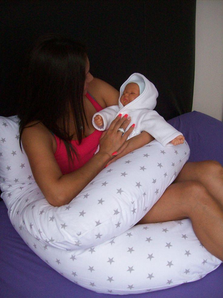 Relaxační - těhotenský polštář , později i jako kojící polštář . Ideální polohou pro těhotnou maminku je spánek na levém boku a zároveň srovnání páteře do roviny. Proto těhotenský polštář poskytuje maminkám maximální oporu celého těla a tím ulevil bolavé páteři. Těhotenský polštář poskytuje současně oporu hlavy, bříška i páteře. Těhotenské polštáře tak využijete nejen v období těhotenství, ale i po porodu ke zmírnění bolestí a poslouží k pohodlnému kojení.