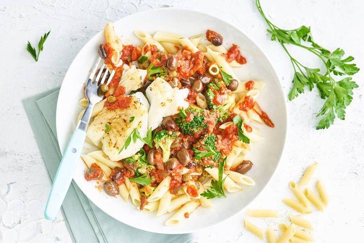 Probeer je pasta puttanesca eens met vis: heerlijk met penne, broccoli en tomatensaus - Recept - Allerhande