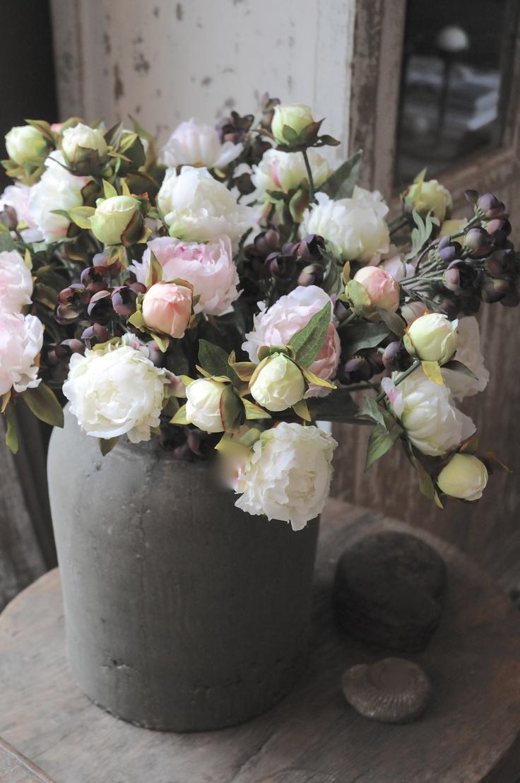 Hele mooie aardewerk pot en de kunstbloemen komen super uit! #zijdebloemenzijngeweldig!