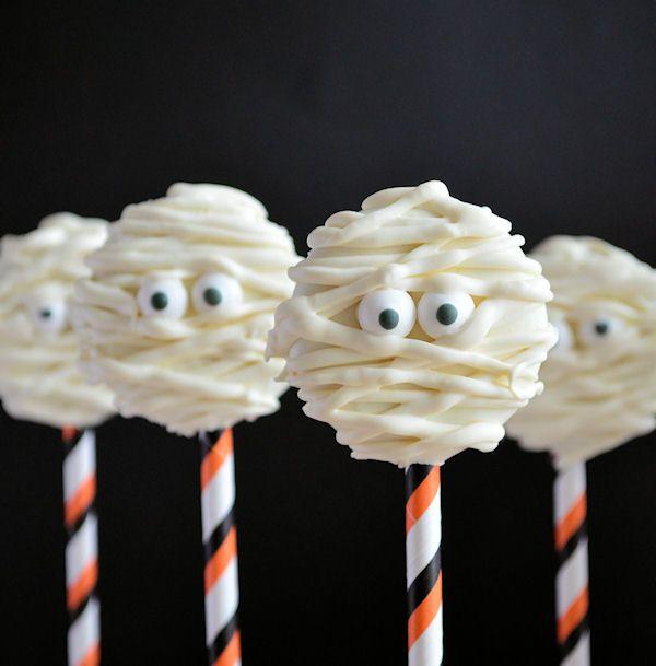 Voor Halloween maak je met het grootste gemak leuke mummie oreo pops. Met deze how to heb jij deze leuke mummies ook zo gemaakt.
