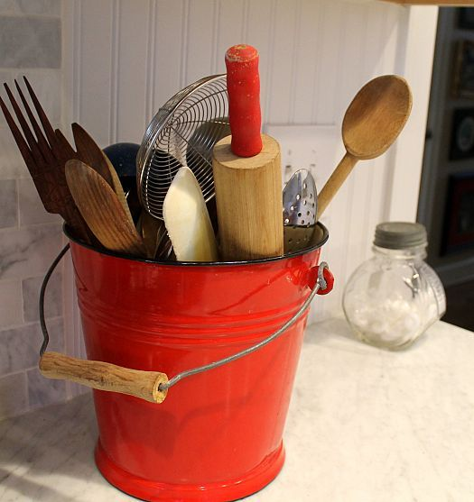 This is a great idea for my '40s & '50s kitchen tool collection of light green & red.