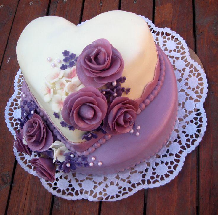 Bílo fialový dort s růžemi - White and purple cake with roses