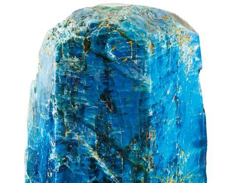 L'APATITE, L'amie des os. Existant dans une large gamme de nuances de bleu, de vert ou de jaune, généralement opaque, l'apatite est une pierre ravissante que l'on prend beaucoup de plaisir à porter en bijou. Composée de phosphate de calcium, elle a une affinité particulière avec les os et les cartilages. Les propriétés de l'apatite varient en fonction de sa couleur. Celles qu'on trouve le plus couramment sont les apatites bleues ou bleu-vert... | Rebelle-Santé