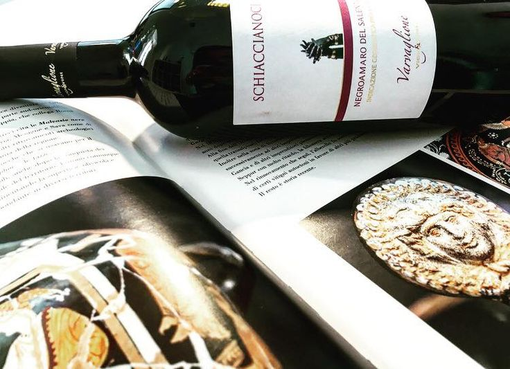 Our labels always tell a story. Schiaccianoci tells about Taranto and its statues, depicted on the front label of the bottle. It also tells about Magna Graecia, an essential page in the story of this city. It is a city on the sea, open to lots of cultures while keeping its really old story. #varvaglione #vigneevini #magnagrecia #schiaccianoci #oriditaranto