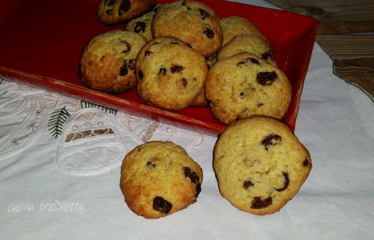 Anche i meno esperti in cucina posso cimentarsi nella preparazione di questi biscotti perchè il procedimento è davvero molto facile e, siatene certi, riescono sempre bene