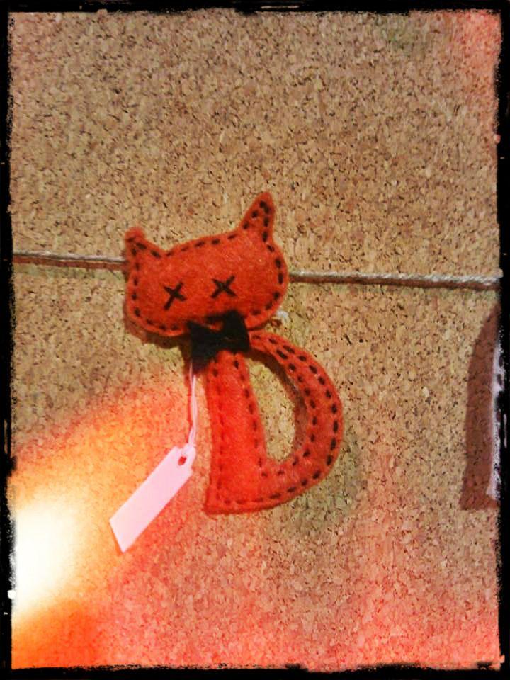 cat pinning (handmade)