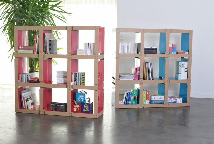Bibliothèques colorées pour un salon contemporain !