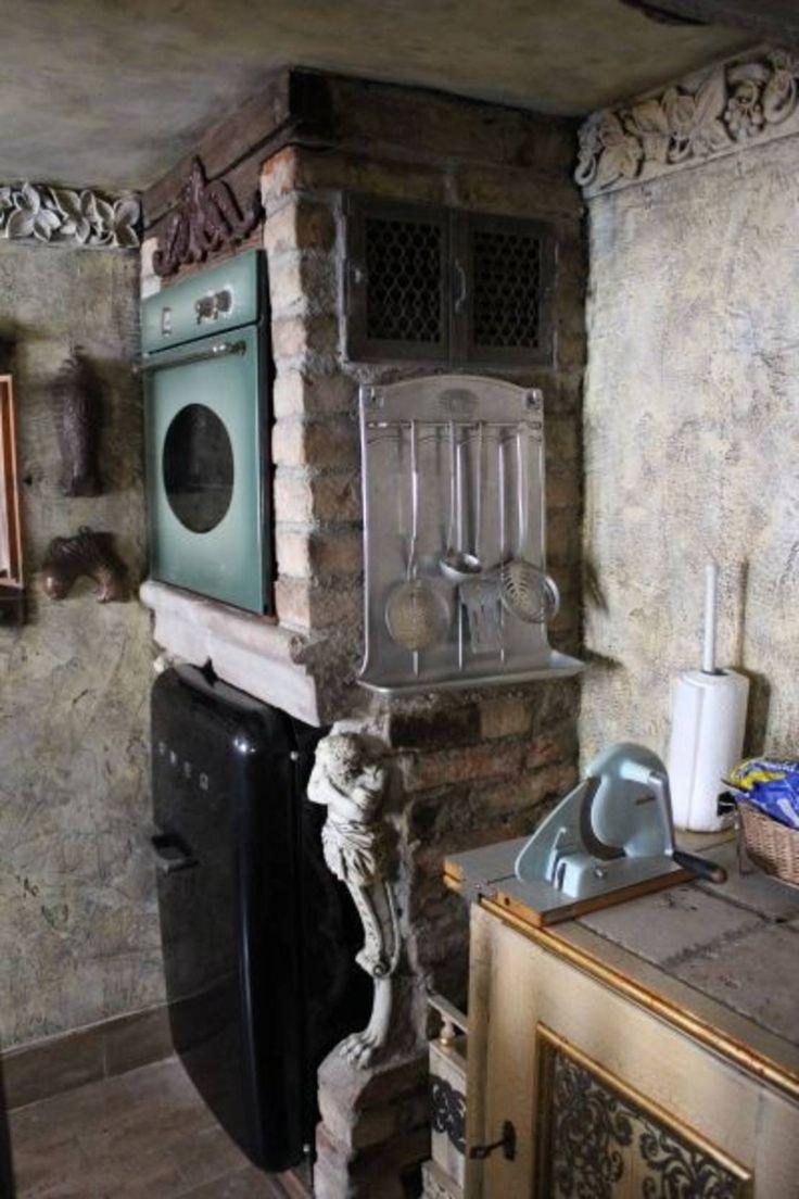 La cocina que se encuentra en exhibición en casa de los pintores Diego Rivera y Frida Kahlo siempre evoca, para los que tuvieron la suerte de disfrutar lo que esta criatura de ciudad le da por llamar cocinas de rancho...