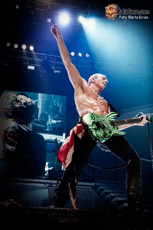 def leppard   DEF LEPPARD - Phil Collen.  This man is outstanding live.