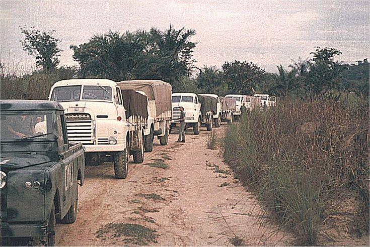 Vi gjorde många patruller då vi samtidigt levererade humanitärt material. Här en konvoj som tog oss ca en vecka (50 mil) med läkemedel till en större missionsstation.