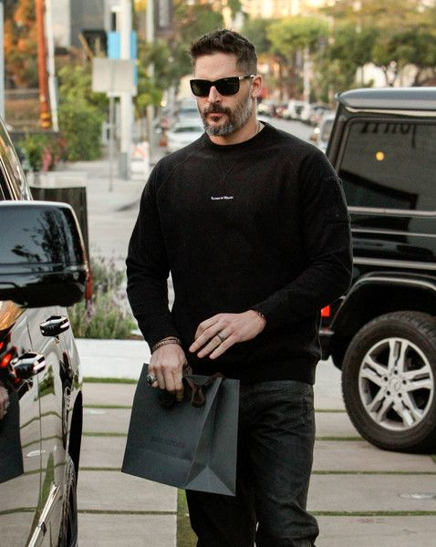 Joe Manganiello Photos Photos - Joe Manganiello is seen out shopping in Hollywood on November 17, 2016. - Joe Manganiello Goes Shopping