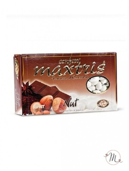 Confetti Maxtris Nut. Questi confetti Maxtris Nut hanno al loro interno una nocciola tostata avvolta da uno strato di cioccolato al gusto di gianduia, ricoperta da un sottile strato di zucchero.  Confezioni da 1 kg. Colore: bianco. Noi di Martha's Cottage siamo grossisti e rivenditori autorizzati Maxtris. In #promozione #confettata #confetti #matrimonio #weddingday #ricevimento #maxtris #wedding #sconti