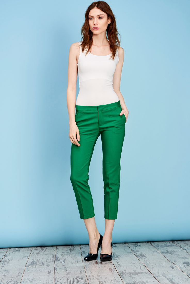 Dar pantolon giymek isteyen bayanlar; sizin için farklı renklerden oluşan koleksiyonumuzla gözler yine üzerinizde olacak. Dar kesim pantolon çeşitlerimiz satış mağazalarımızda... #darpantolon #moda #trend