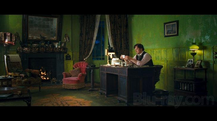 I want to paint an entire room KELLY GREEN (or a shade somewhat close).... I just LOVE the soothing, calming vibes it radiates! I could be happy in a green room! <3  { I fell in love with the idea after watching 'Nanny McPhee'....loved Collin Firth's office/den! }