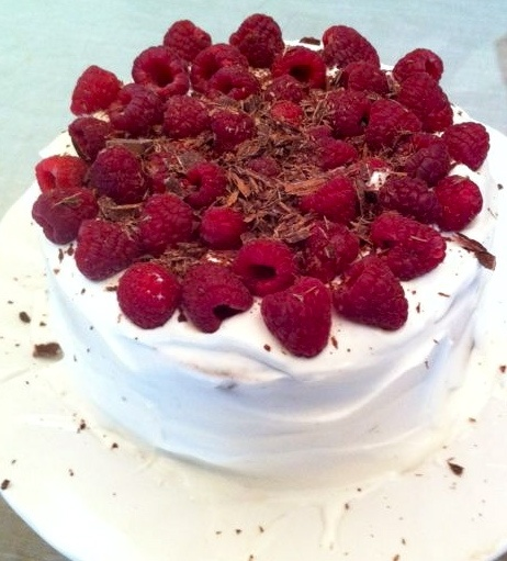 chocolate cake with mascarpone and raspberries