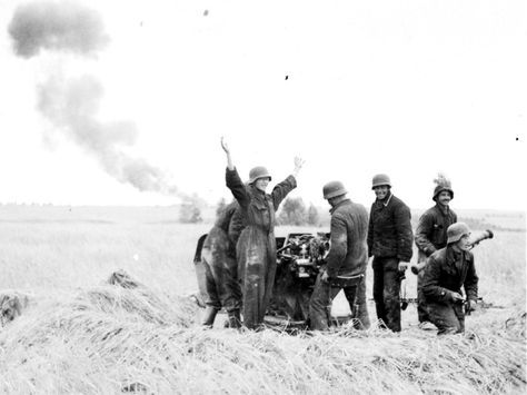 Luftwaffe flak crew cheer after downing a Russian bomber. Pin by Paolo Marzioli