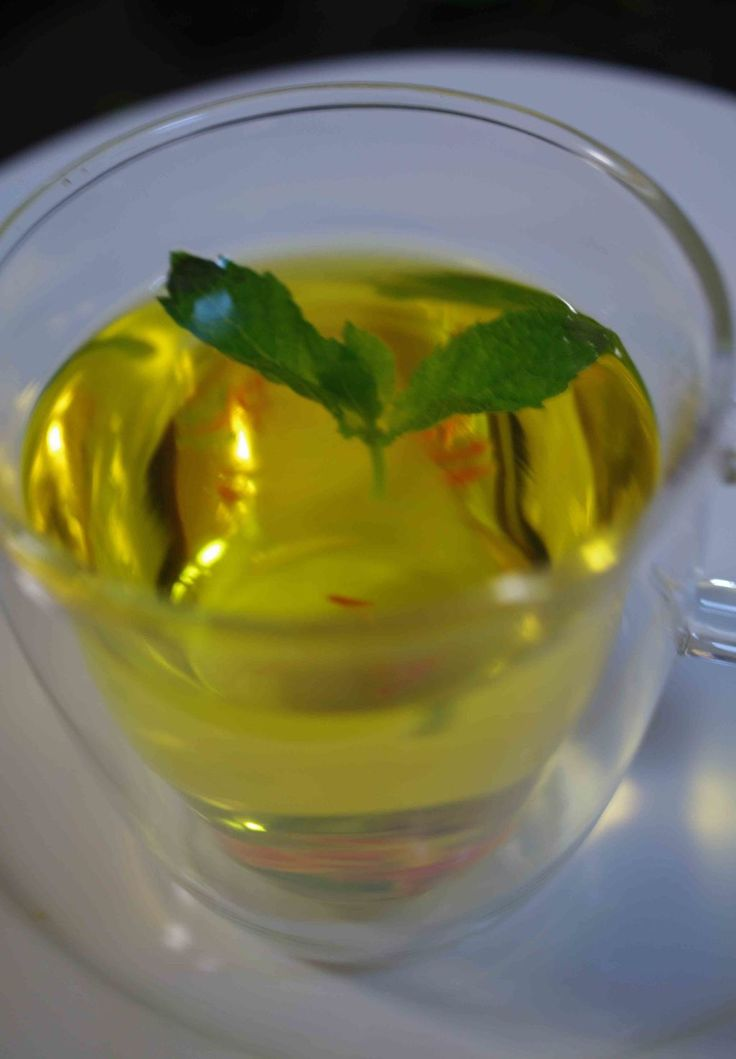 Saffron and Mint Tea - delicious and refreshing for a summer evening !