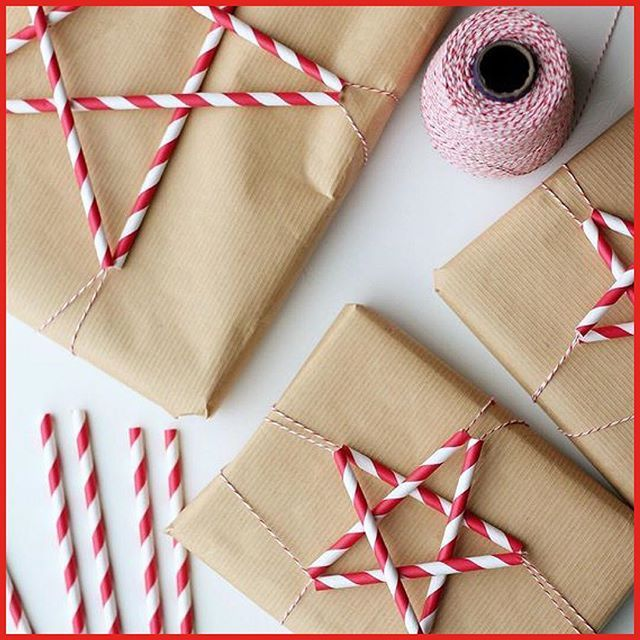 December 4: Make a unique Christmas gift wrapping with Paper Straw Stars. All you need is: brown craft paper,⠀ paper straws and Baker's string. And then it is just to bend the straw and do some wrapping! These lovely Paper Straw Stars by Katrina from splashofsomething.com.⠀ #adventcalendar #adventskalender #christmas #gifts #wrapping #diy