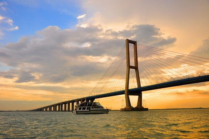 Jembatan suramadu, jawa timur
