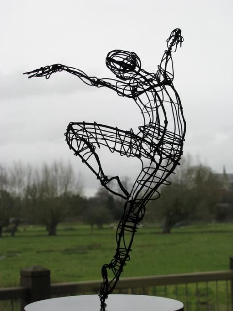 Ballerina on point — Wire — Sculptures — Martin Wright, Artist