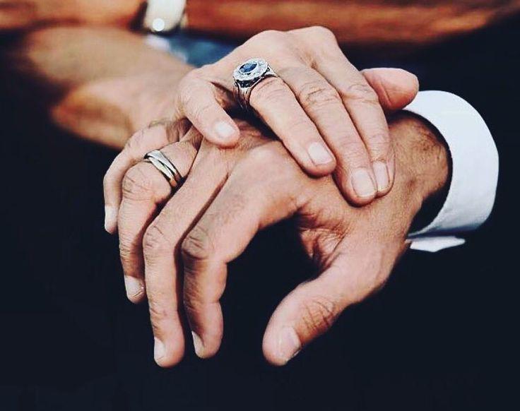 """""""On a besoin de ses mains pour dire les choses que la parole ne traduit pas."""" ♥️ #emmanuelmacron #brigittemacron #frenchpresident #macron #bribrifirstlady #amour #couple #president #france"""