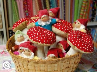 gnomes and mushrooms...how sweet!