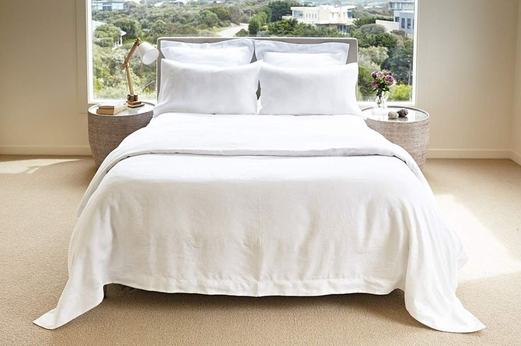 Italian-woven linen the Lusso quilt cover features hemstitch detail and a 6cm tailored edge. Immerse yourself in this timeless and crisp linen quilt cover.