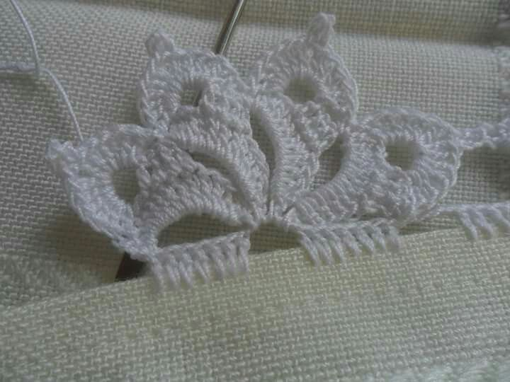 Edging crochet, comes with instructions.                                                                                                                                                      More