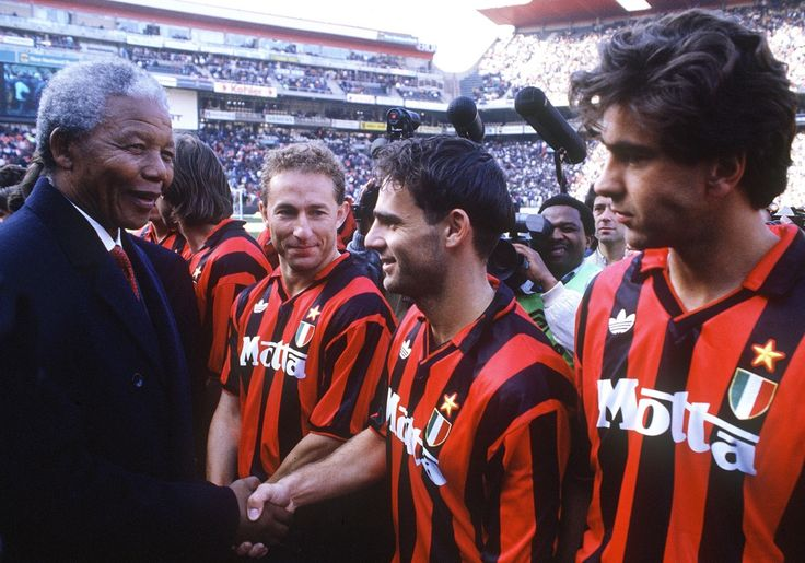 Nelson Mandela, Jean-Pierre Papin, Marco Simone & Alessandro Costacurta in Orlando Pirates - Milan AC (2-3. Amical 13/6/1993). #JPP scored twice.