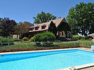 LA MAISON D'ICI ET D'AILLEURS - Chambres d'hôtes - Gîte piscine tennis parc - Les Chambres d'hotesLocation de vacances à partir de Mauzens et Miremont @homeaway! #vacation #rental #travel #homeaway