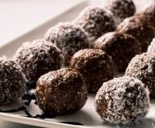 Recipe Raw Chocolate hazelnut balls by Thermomixing it up - Recipe of category Desserts & sweets