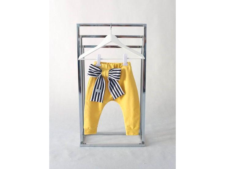 Tepláky s pískacou mašľou žltá/pásik modrá